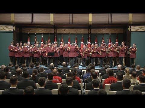 Cumhurbaşkanı Erdoğan'a Diriliş Ertuğrul dizisinin müziği ile karşılama