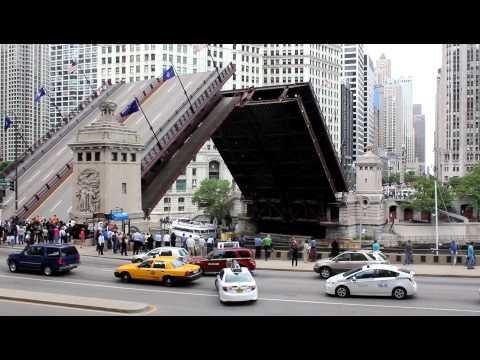 N. Michigan Avenue - Du Sable Bridge - Chicago Downtown