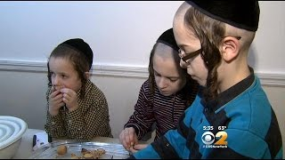 New York Jews Finish Up Final Passover Preparations