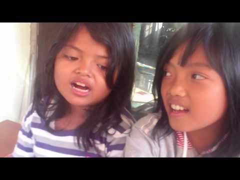 2 anak kecil ini nyanyi lagu lovikustik (pernahkah