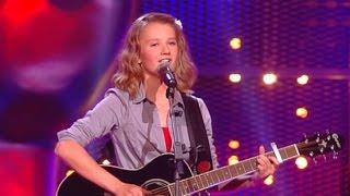 Laura sings