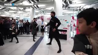 Грузины танцуют в аэропорту Толмачево