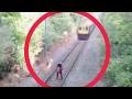 Aksi berani mati selamatkan orang yg hir dilanggar kereta api!!