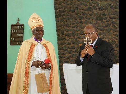 Rais katika Ibada kanisa la  KKKT Mjini Moshi April 30,2017