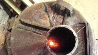 DSCF2590(Я сделал (бубафоню) в столярной мастерской, 200 л бочка засыпаю стружку, ДВА дня минимум тлеет по потихоньку,..., 2014-04-10T22:41:39.000Z)