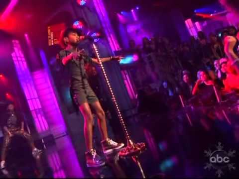 Willow Smith Performs Whip My Hair On New Years Eve!.