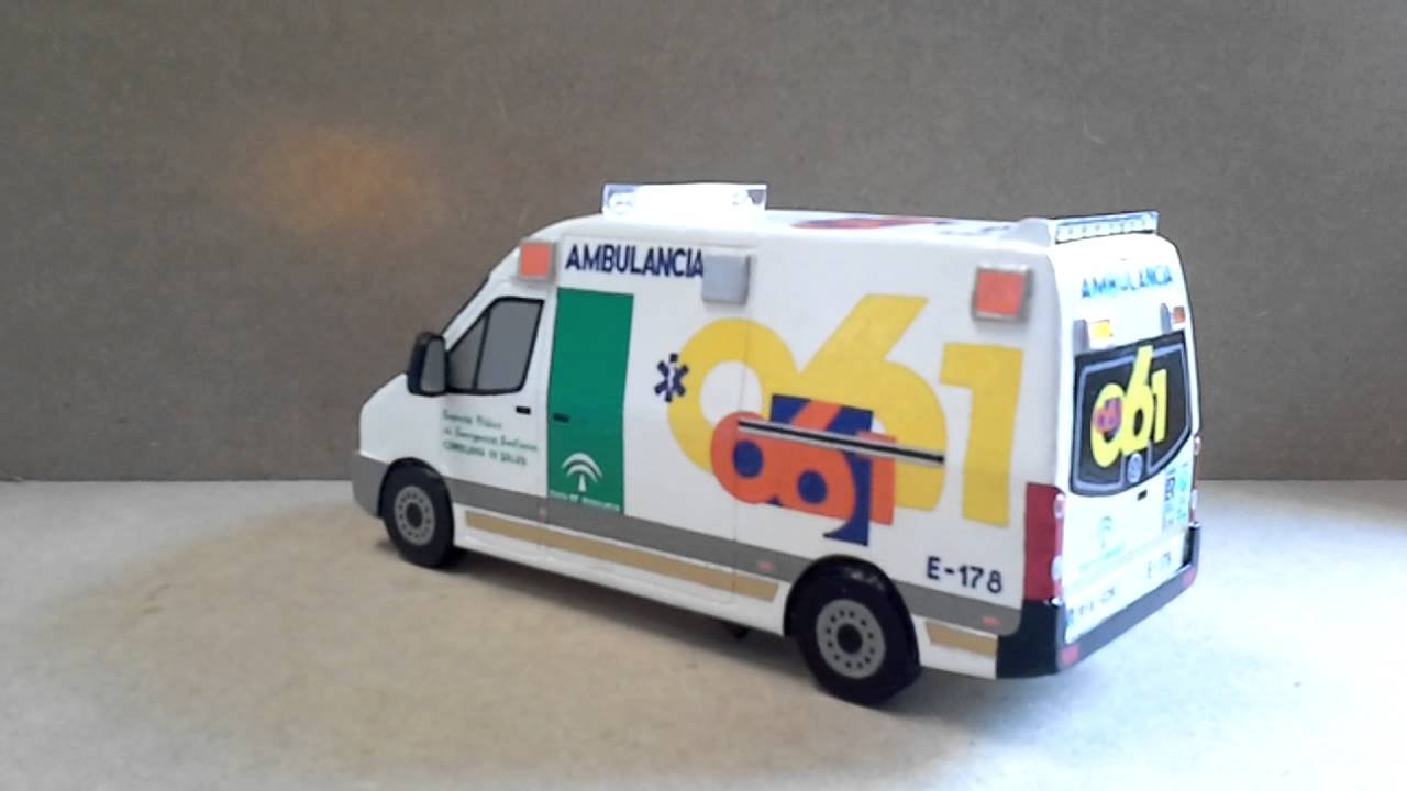 Maqueta de una ambulancia con luces by francisco lupion - Playmobil samu ...