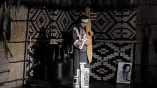 拍攝地: 日本北海道白老町的愛奴民族村內愛奴族(AINU)傳統樂器--- 竹豎...