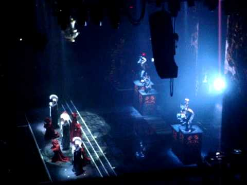 Unduh lagu MADONNA MDNA TOUR NOVEMBER 10 2012 CLEVELAND Live Gregorian Chant Intro Girl Gone Wild Mp3 gratis