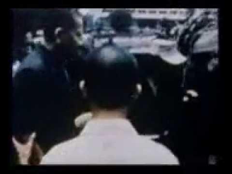 30-4-1975 TỔNG THỐNG DƯƠNG VĂN MINH VÀ THỦ TƯỚNG VŨ VĂN MẪU LÊN XE JEEP.mp4