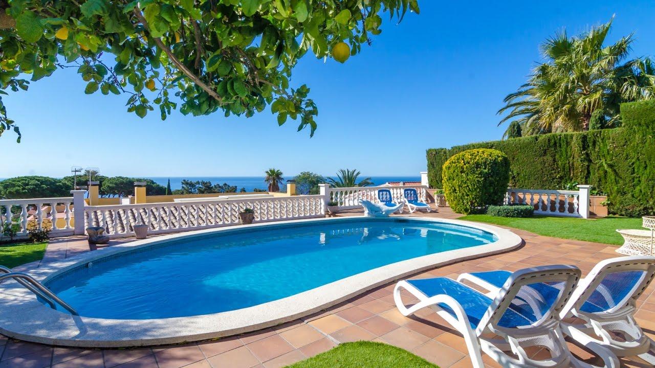 Jolie villa avec piscine priv e et situ e 1 2km de la - Villa piscine privee ...