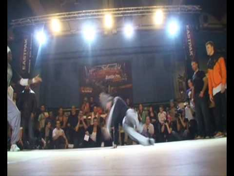 PHASE T vs HOLLAND DREAM TEAM (CHELLES BATTLE PRO 2009) part1 WWW.BBOYWORLD.COM