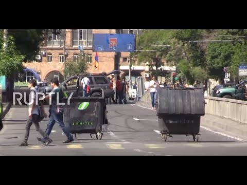 Armenia: Citizens Block Yerevan Roads After Pashinyan's Failed PM Bid