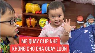 """Chắc Khương Dừa bàn giao kênh KDC cho bà xã luôn, quay clip hai """"cục vàng"""" dễ thương quá, hihi!!!"""
