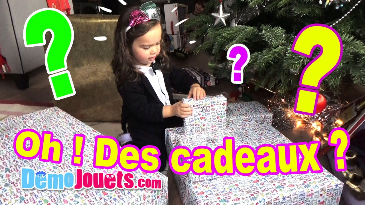 vlog ouverture des cadeaux no l 2015 de la famille d mo. Black Bedroom Furniture Sets. Home Design Ideas