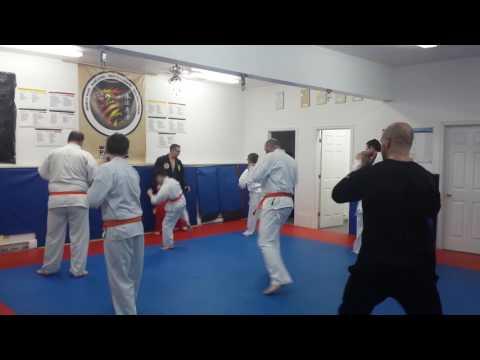 Karate Moncton Warmup Adults/teen Classe.