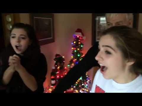 Christmas Homecoming Proposal.Solider Surprises Family With Christmas Homecoming 983276