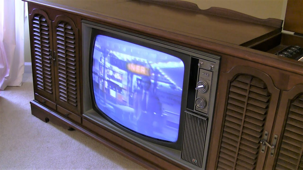 Old 1969 Rca New Vista Color Tv Turned On After 10 Years