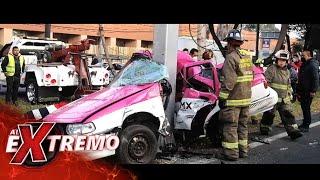 ¡Un taxi quedó abrazado a un poste en Periférico Norte, en Tlalnepantla, CDMX! | Al Extremo