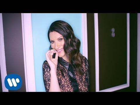 Laura Pausini - En La Puerta De Al Lado (Official Video)
