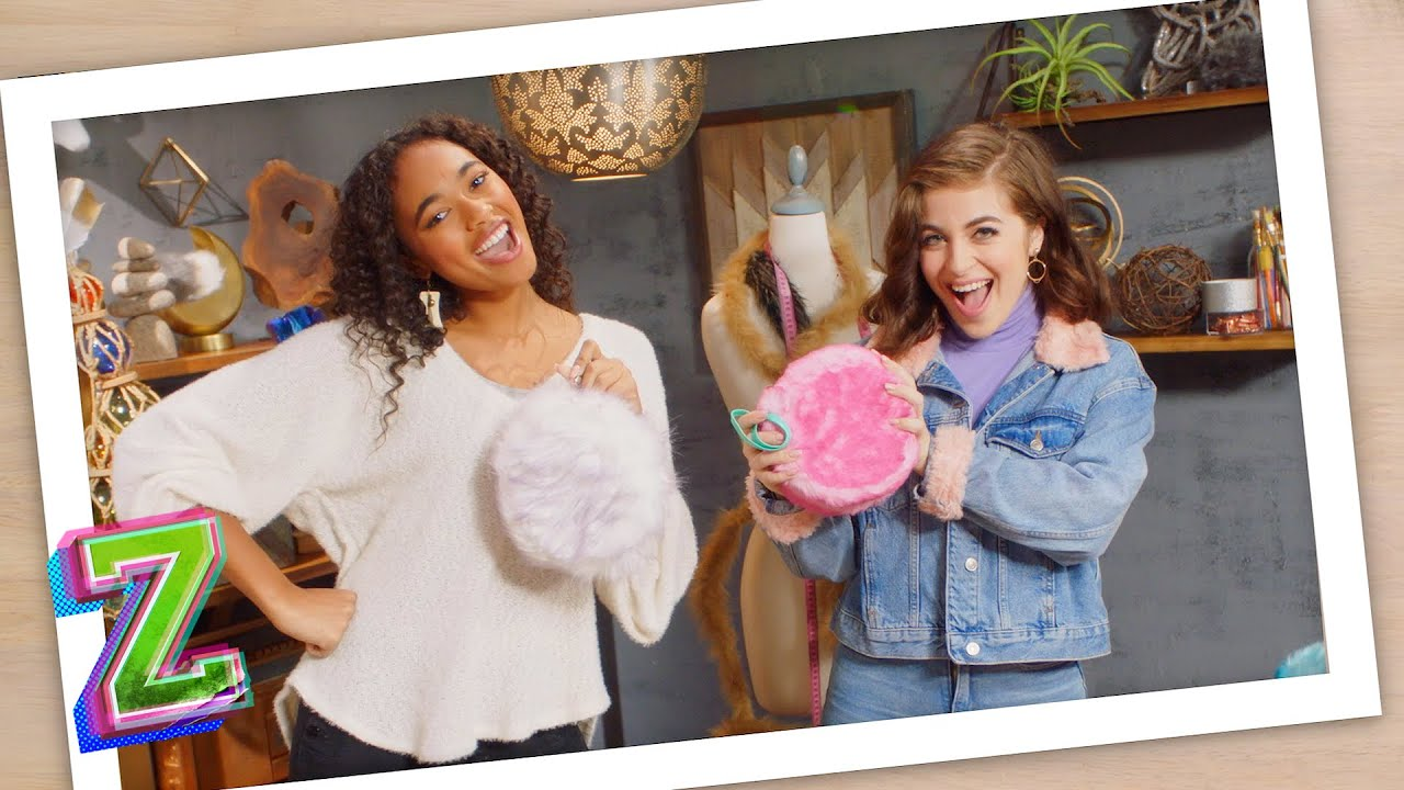How to Make a Pom Pom Purse with Ariel and Chandler ? | ZOMBIES DIY | ZOMBIES 2 | Disney Channel