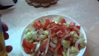 Быстрый салат:помидоры,огурец,лук,масло