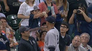 Derek Jeter makes sure souvenir goes to right fan