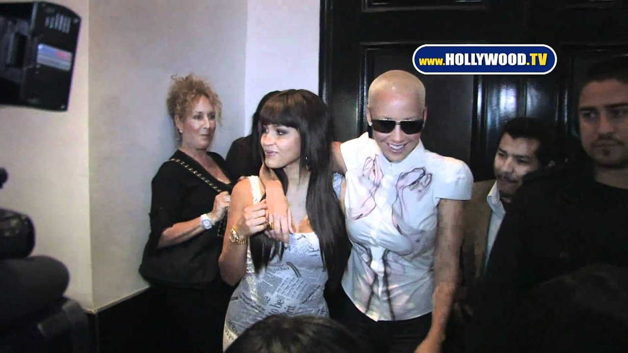 amber rose tries to kiss rosa acosta at beso youtube