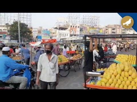 Hyderabad: Fruit vendors facing difficulties due to lockdown
