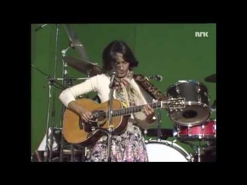 "Joan Baez canta ""Diamonds And Rust"" ao vivo (1978)"