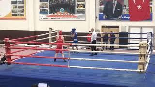 Gambar cover Tekniğin taktiğin kondûsyonun estetiyin bir arada olduğu nadir sporlardan biridir boks...