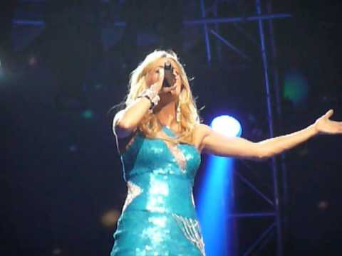 """Carrie Underwood performs """"Jesus Take The Wheel"""" & """"How Great Thou Art"""" in Cleveland, Ohio - YouTube"""