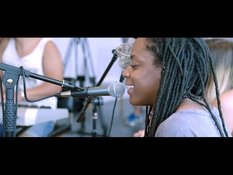 AKUA NARU  - Sugar (HoneyIceTea) // Sombor live session