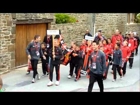 Défilé des équipes de l'europoussins 2013 dans le bourg de pleudihen