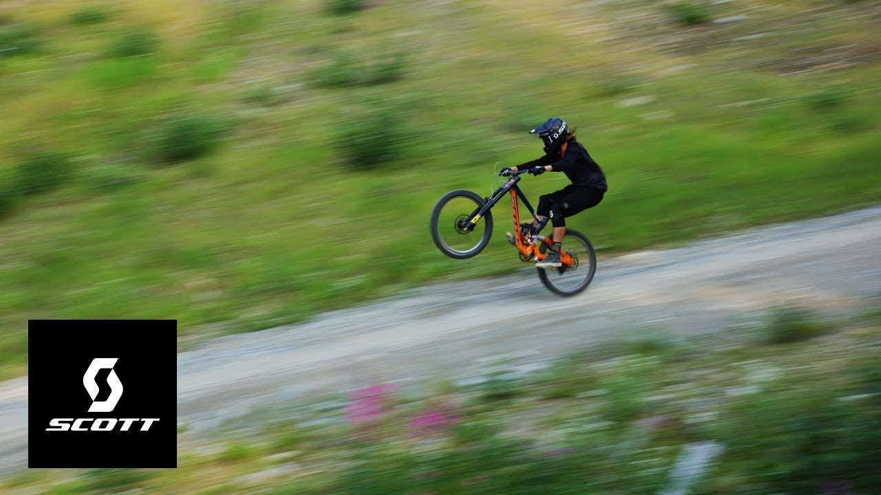 ALL-TIME Manual Down the Whistler Bike Park with Nico Vink!