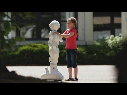 Download Der traurige Roboter und das mutige Mädchen | LUKE! Die Greatnightshow