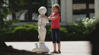Der traurige Roboter und das mutige Mädchen