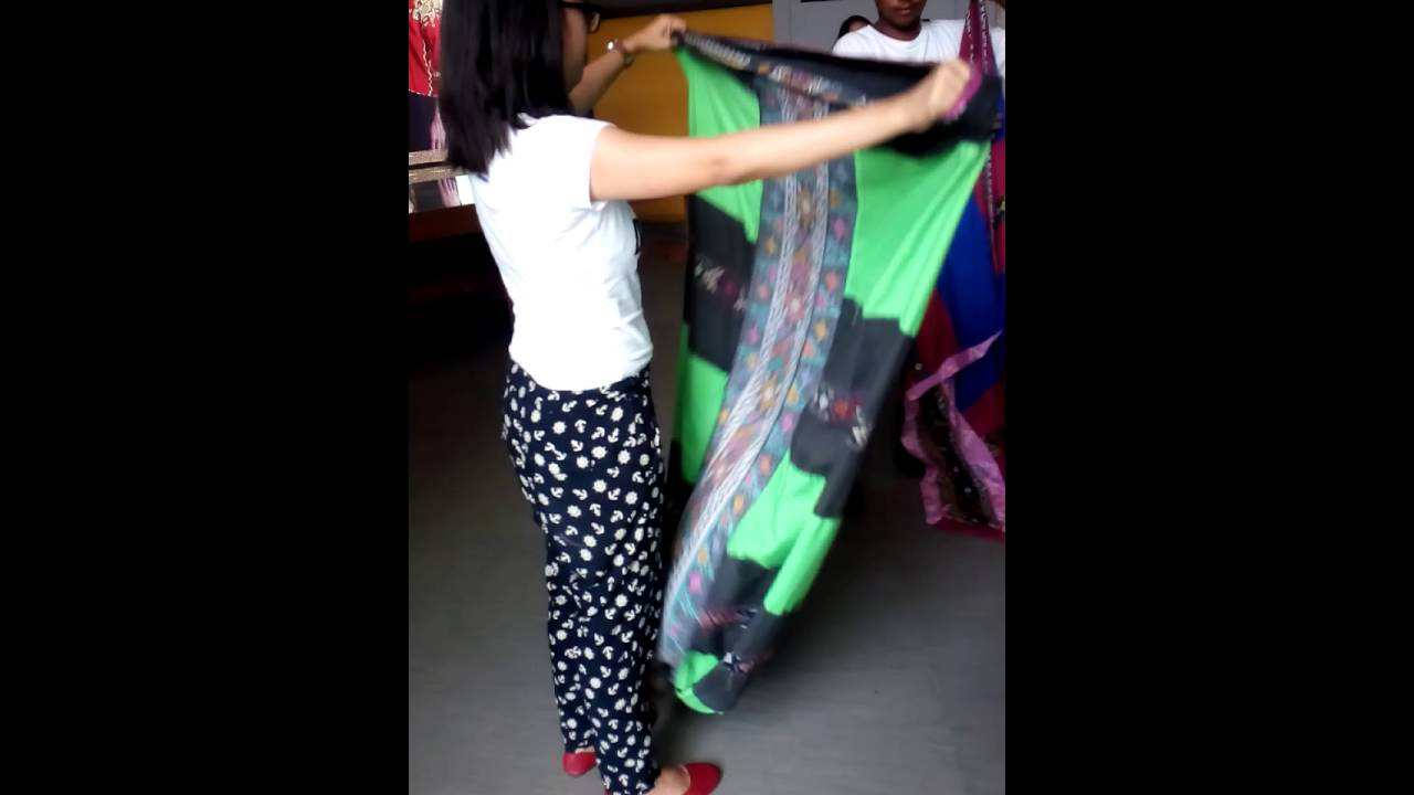 Teaching how to Malong - YouTube