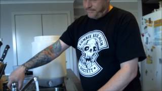 Easy Australian Pale Ale with CASCADE Home Brew Wednesday 08