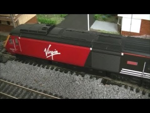 Hornby OO Scale Virgin Trains: Maiden Voyager and Lady In Red