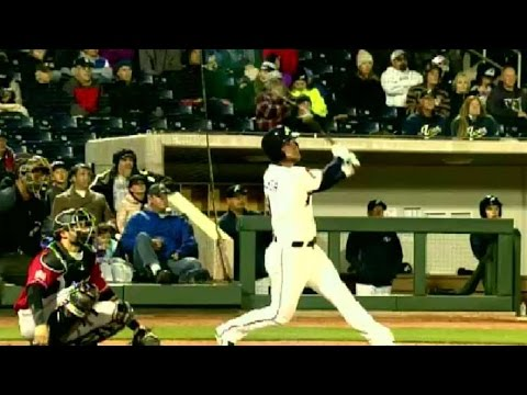 Christian Walker homers for the Aces