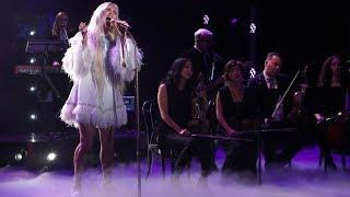 Kesha Performs Hit Song