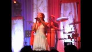 8 - Colbie Caillat Brighter than the Sun Clip Live