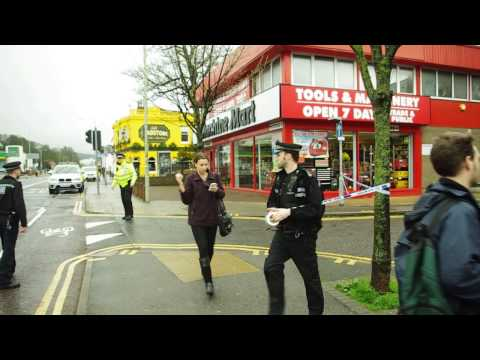 lewes road gun crisis 2014 Girl crosses a road at a crime seen not looking where shes going