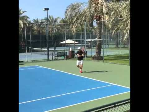 Roger Federer Practicing in Dubai (Dec 2014)