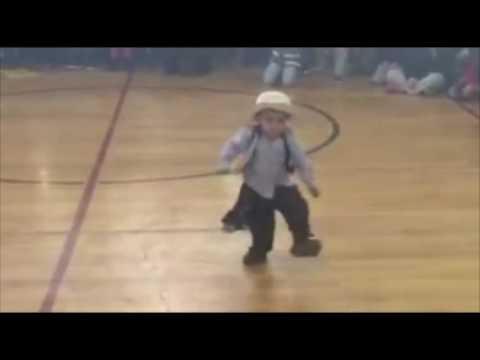 Tiene 3 años y deslumbró a todos con su impresionante malambo