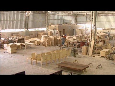Clique e veja o vídeo Curso Como Montar e Operar uma Pequena Fábrica de Móveis