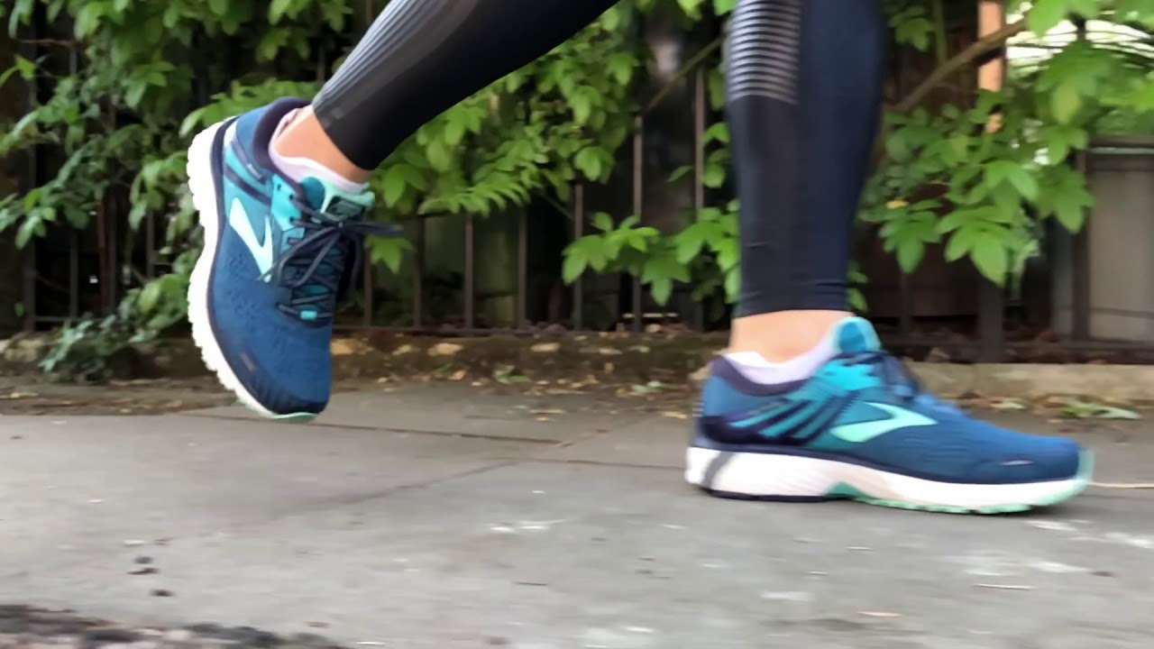 63ba62e3809 Women s Brooks Adrenaline GTS 18 (Navy Teal Mint) Slo-Mo 1 - YouTube