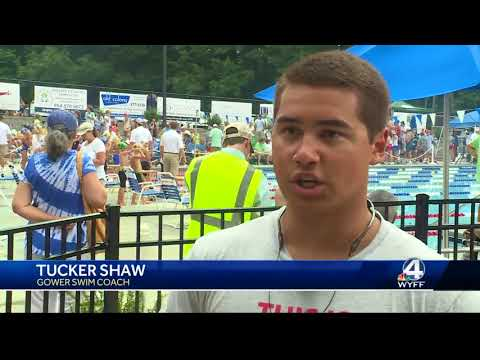Swimmers salute family killed in a plane crash
