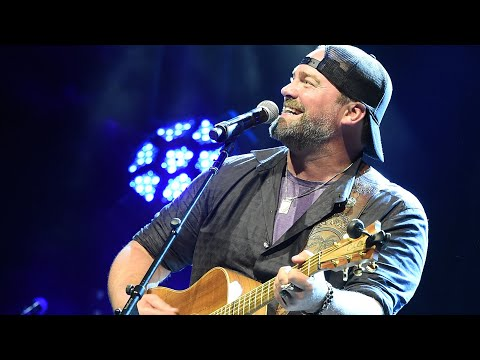 """Lee Brice Performs """"Rumor"""" At 2019 GLAAD + Ty Herndon Concert For Love & Acceptance"""